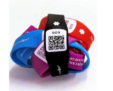 Servicios Sociales facilitará pulseras identificativas con tecnología QR para personas con Alzheimer