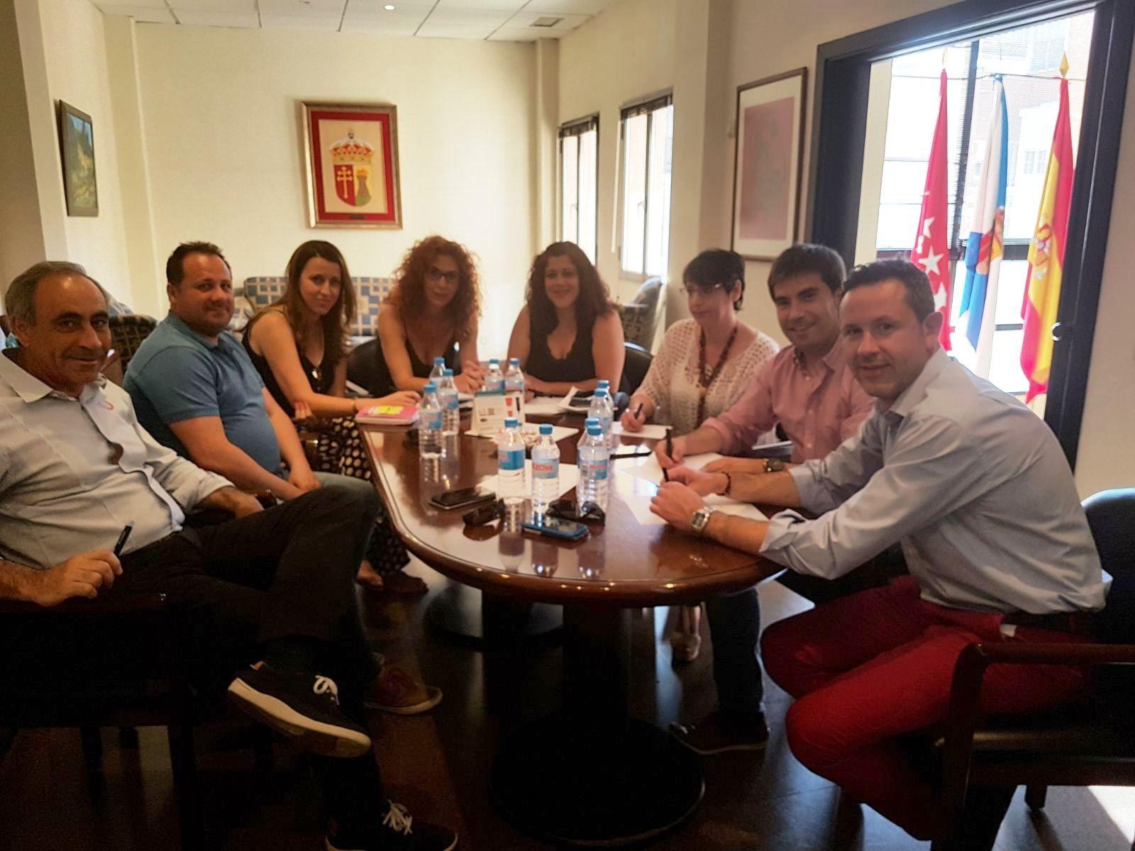 El Ayuntamiento de Velilla se reúne con otros Ayuntamientos para establecer mecanismos de colaboración en las Fiestas Patronales