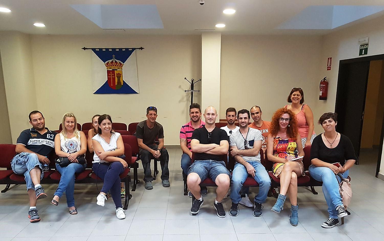 La Alcaldesa de Velilla mantuvo ayer un encuentro con representantes de algunas de las peñas de nuestro municipio