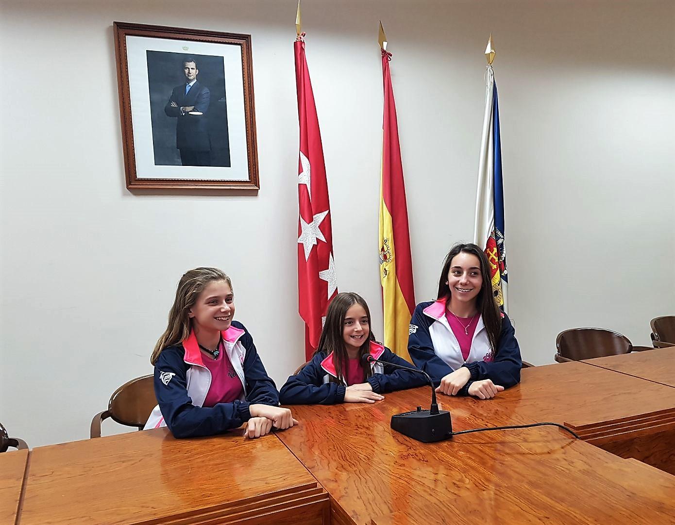 La Alcaldesa y el Concejal de Deportes recibieron a las tres gimnastas velilleras clasificadas para el Campeonato de España